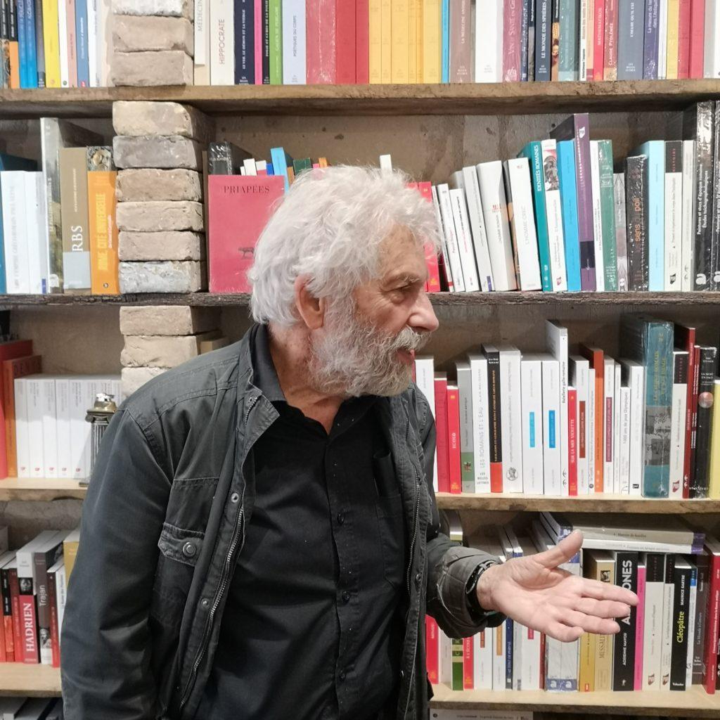 Claude Aziza introduit La Belle Hélène, Offenbach, mise en scène J Savary. De natura rerum, Arles, 21 juillet 2019