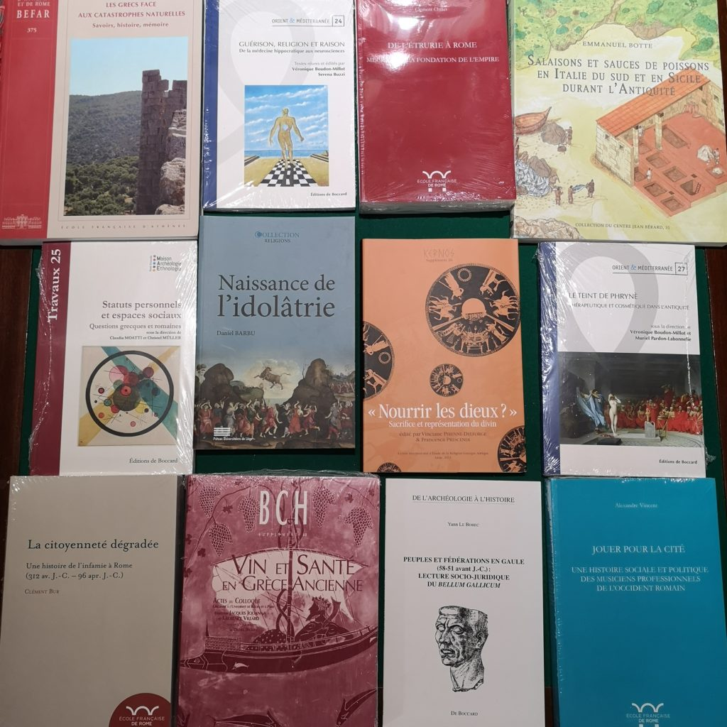 Une sélection d'ouvrages des Editions De Boccard et diffusés, à la librairie De natura rerum à Arles.
